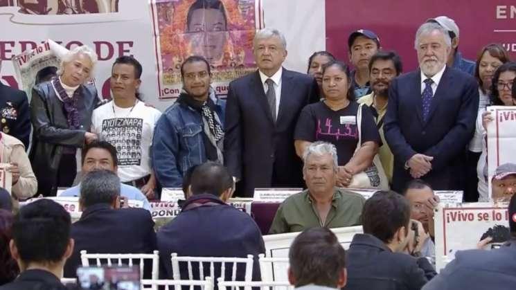 AMLO firma decreto para crear Comisión de la Verdad de Ayotzinapa